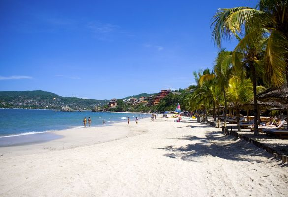 beach-at-zihuatanejo