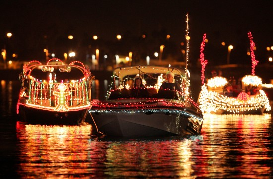 12/10/04 The APS Holiday Boat parade lights up the water at Tempe Town Lake Saturday, Dec. 11, 2004. About 40 boats were in the parade.  (David Kadlubowski The Arizona Republic)